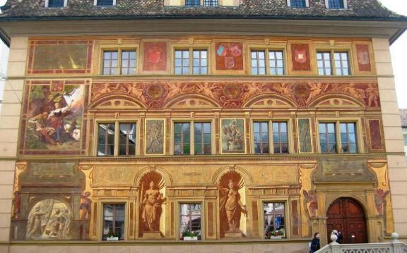 Resim 1) 1891 yılında KEIM silikat boyalarla boyanan ve bugün hala ilk günkü görünümünü koruyan İsviçvre Belediye Binası
