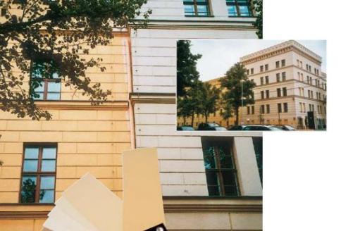 Resim 6) Solda ki bina 1992 yılında KEIM silikat boya ile boyanmıştır. Sağdaki bina ise 1995 yılında organik pigmentli bir boya ile boyanmıştır. Resim 14.06.2004 yılında çekilmiştir.